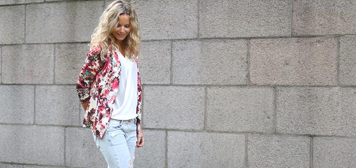 Outfit: Blazer met bloemenprint