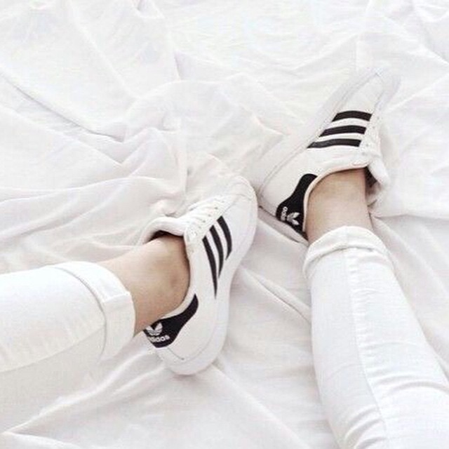 How to wear: white sneakers! Check out some outfit inspiration on the blog #followfashion #white #sneakers #adidas #inspiration #follow #fashion #instafashion #photooftheday