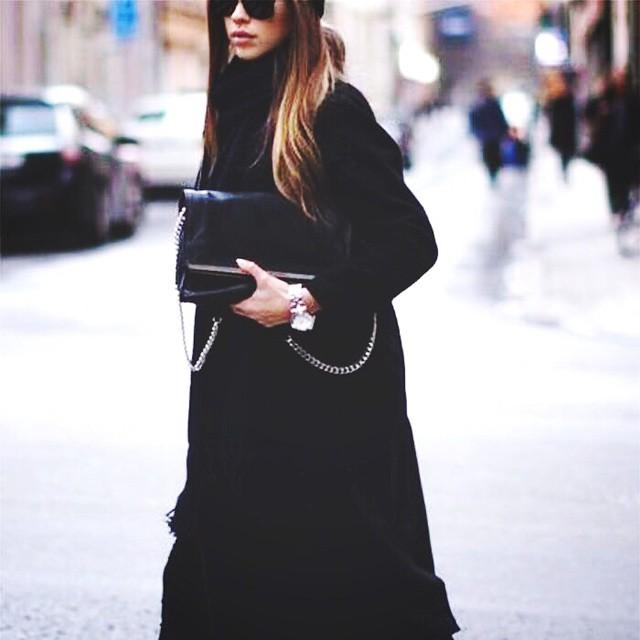 We love oversized coats! De zwarte trench coats vlogen de shop uit maar ze zijn weer binnen! #followfashion #streetstyle #trenchcoat #fblogger #ootd #outfit #photooftheday #follow #fashion