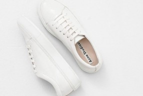 How to wear: White sneakers
