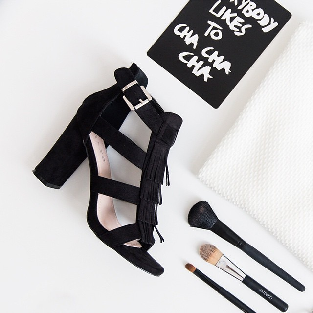Our new fringe heels! Available now @ shop.followfashion.nl #followfashion #flatlay #photooftheday #fringe #heels #lasisters #top #follow #fashion