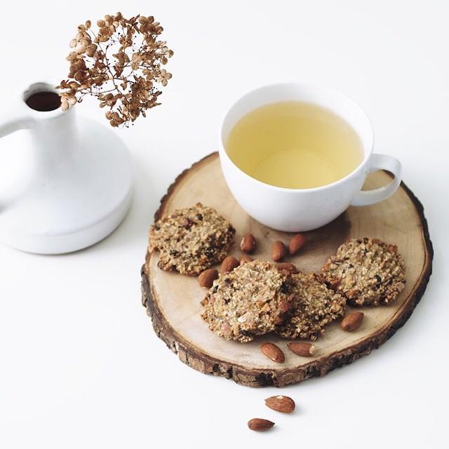 Anne maakte lekkere gezonde koekjes voor bij de thee! Bekijk het recept op FollowFashion.com #followfashion #food #tea #instafood #healthy #foodporn