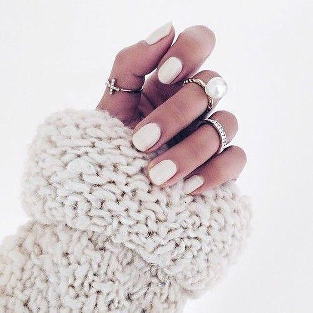 Have you seen our Monday Moodboard? Go to followfashion.com to get inspired with lotsss of pretty nails! #followfashion #nailpolish #nails #follow #fashion #photooftheday