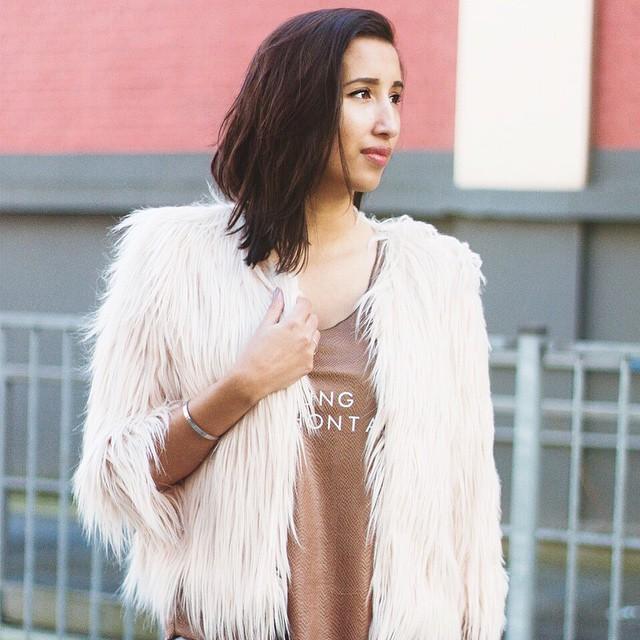 Outfit inspiratie: Roxanne combineert deze Pocahontas top van LA Sisters met dit heerlijke faux fur vest! Shop deze look online: shop.followfashion.nl #outfit #followfashion #lasisters #fauxfur #fluffy #ootd #fblogger #follow #fashion