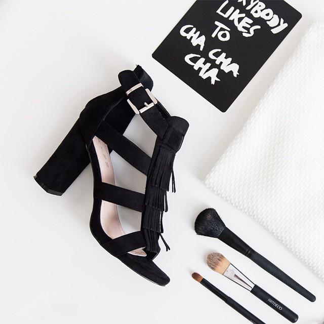 Our new fringe heels! Available now @ shop.followfashion.nl #followfashion #flatlay #photooftheday #fringe #heels #lasisters #top #follow #fashion