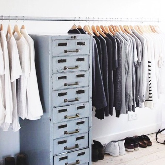 Tips & tricks: van winter- naar lentegarderobe! Link in bio #followfashion #wardrobe #interior #interiordesign #fashion