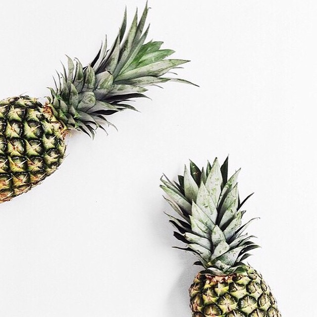 Tropical prints zijn hot! Check onze nieuwe blogpost voor tropical outfit inspiratie #followfashion #tropical #pineapple #food