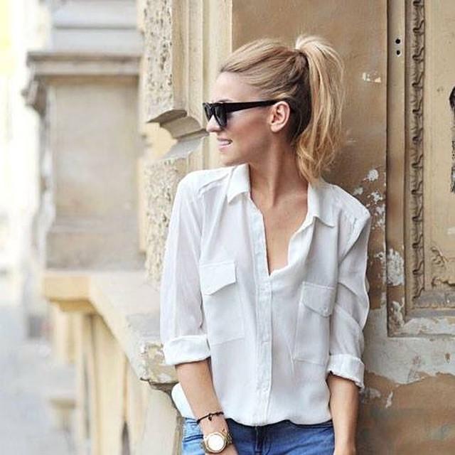 Soon online: de perfecte witte blouse! Hou de shop in de gaten en check onze blog alvast voor outfit inspiratie #followfashion #ootd #outfit #white #blouse #fblogger
