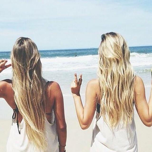 Nu het langzaamaan echt lenteweer begint te worden gaat het bij Marlotte toch alweer kriebelen om haar haar lichter te maken. Vandaag 4 manieren om je haar natuurlijk op te lichten! Link in bio #followfashion #hair #blonde #summer #friends