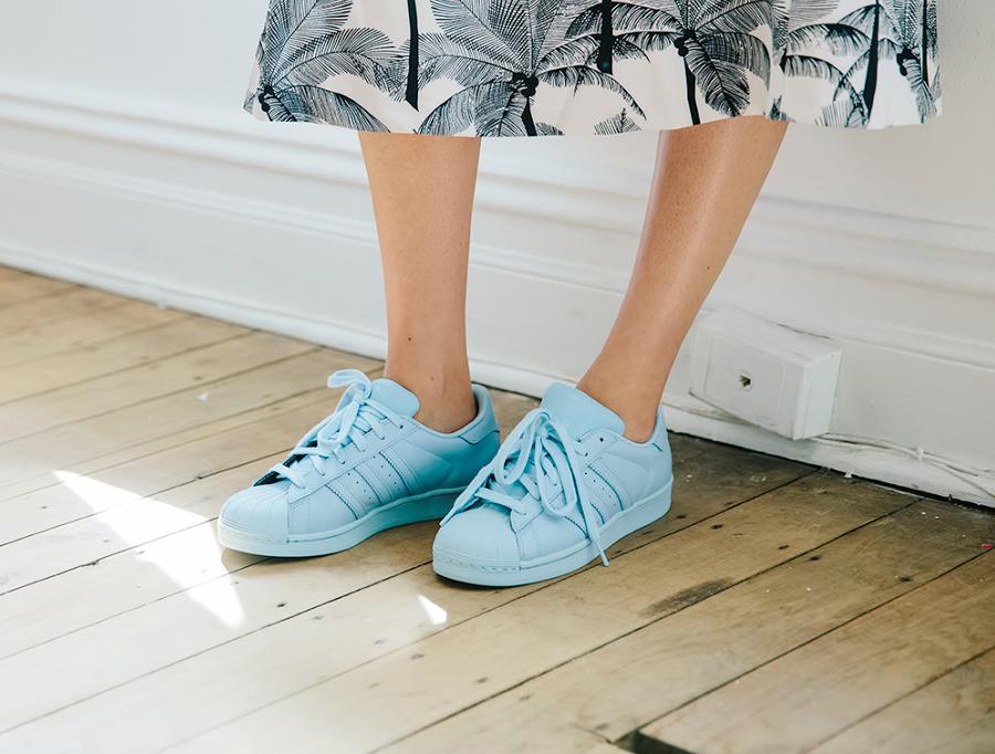 gekleurde-sneakers