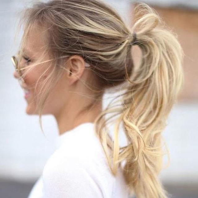 Zit je met de handen in het haar omdat je haar zó snel vet wordt? Vanaf nu niet meer. Vandaag tips tegen vet haar, link in bio #followfashion #hair #hairdo #follow #fashion #photooftheday