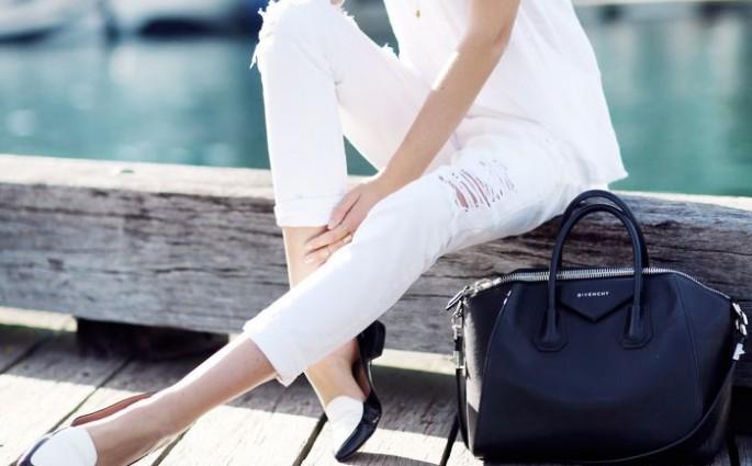 witte broek met gaten
