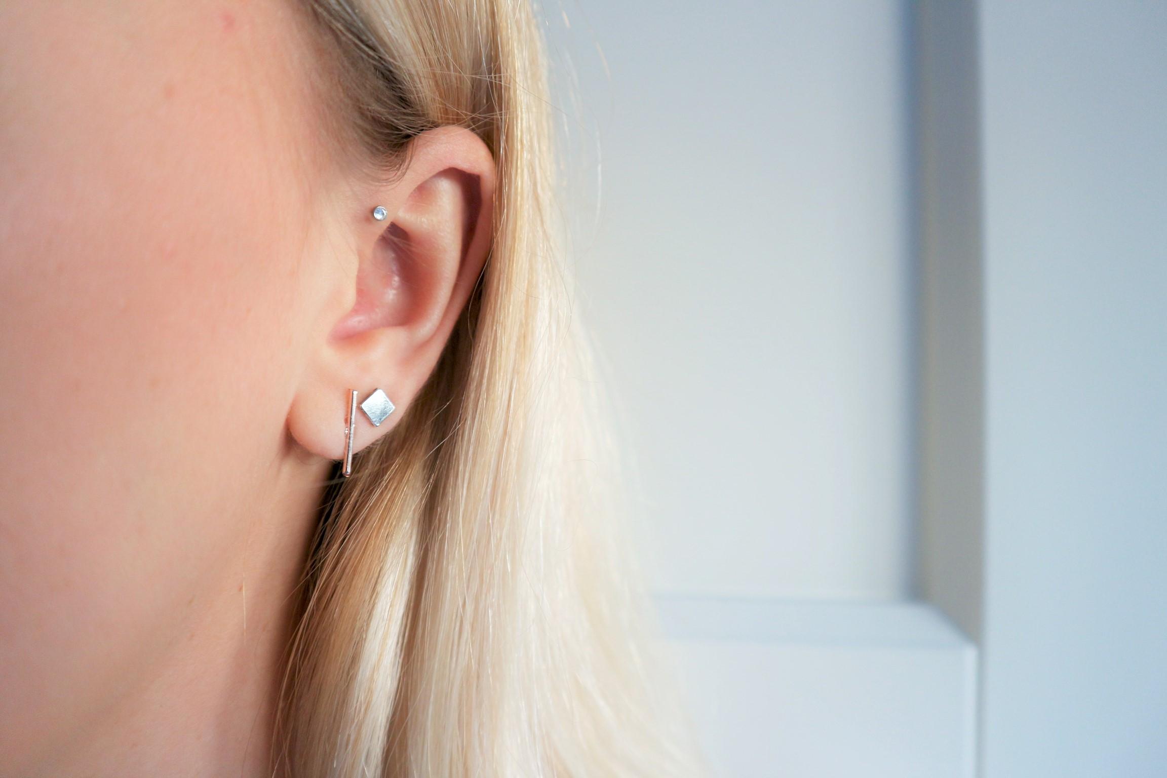 Minimalistische Oorbellen Zilver : De mooiste minimalistische oorbellen follow fashion