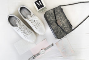 New in: witte sneakers met metallic
