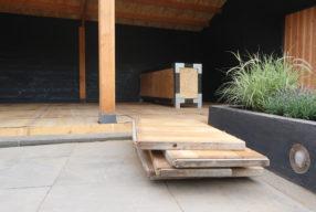 Tuinupdate: onze veranda met steenschotten