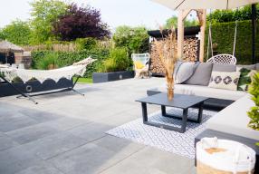 Onze tuin met veranda en wellness
